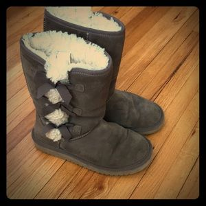 Koolaburra by Uggs, size 6 leather shearling boots